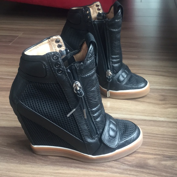 418a70f725ee L.A.M.B. Shoes - L.A.M.B. Gwen Stefani wedge sneakers size 7